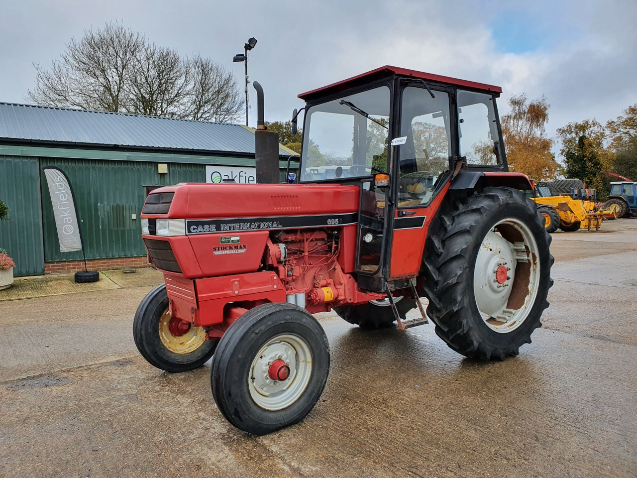 1992 CASE INTERNATIONAL 695L 2WD TRACTOR