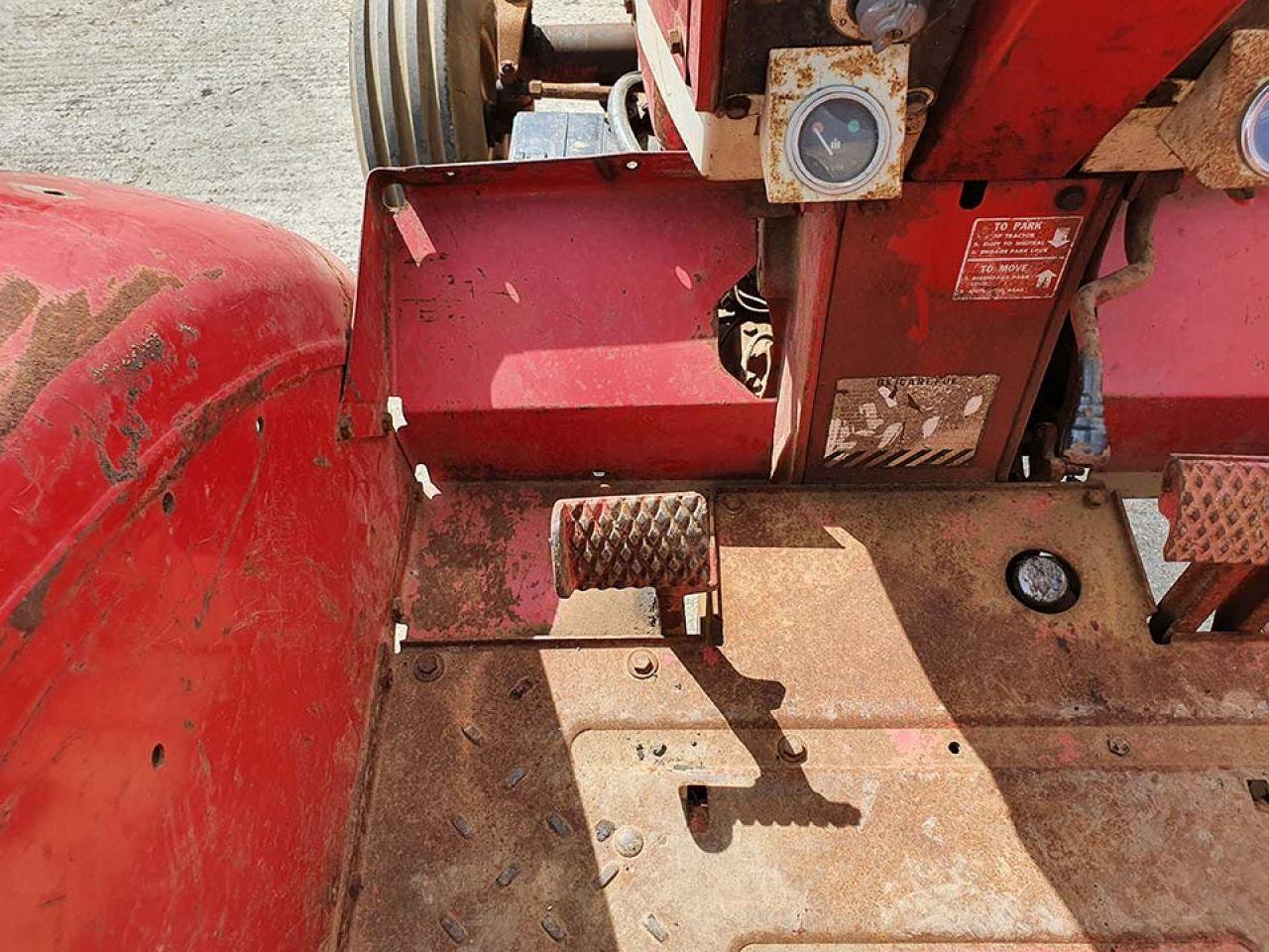 INTERNATIONAL 806 DIESEL WHEATLAND TRACTOR