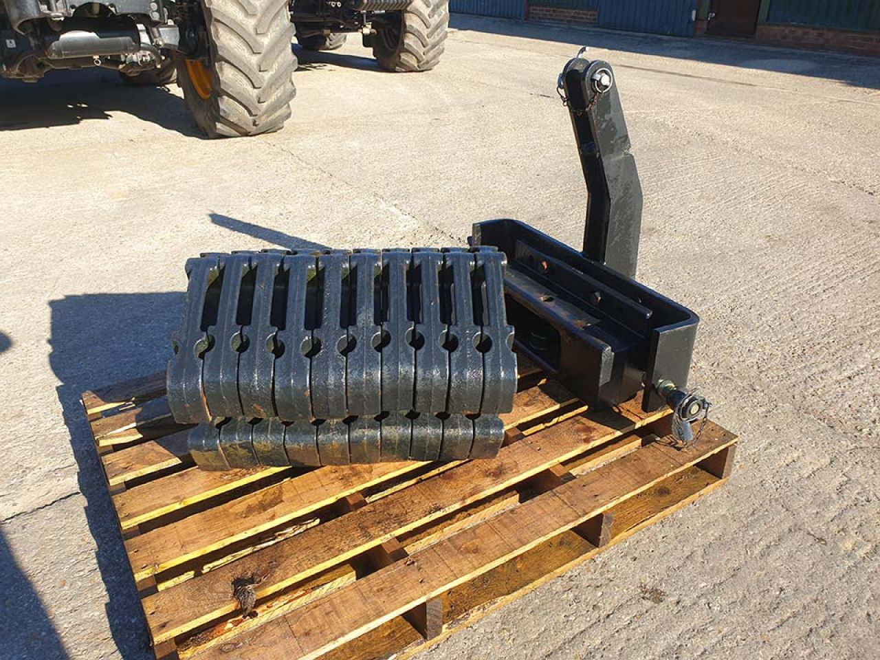 NEW HOLLAND LINKAGE MOUNTED WEIGHTS